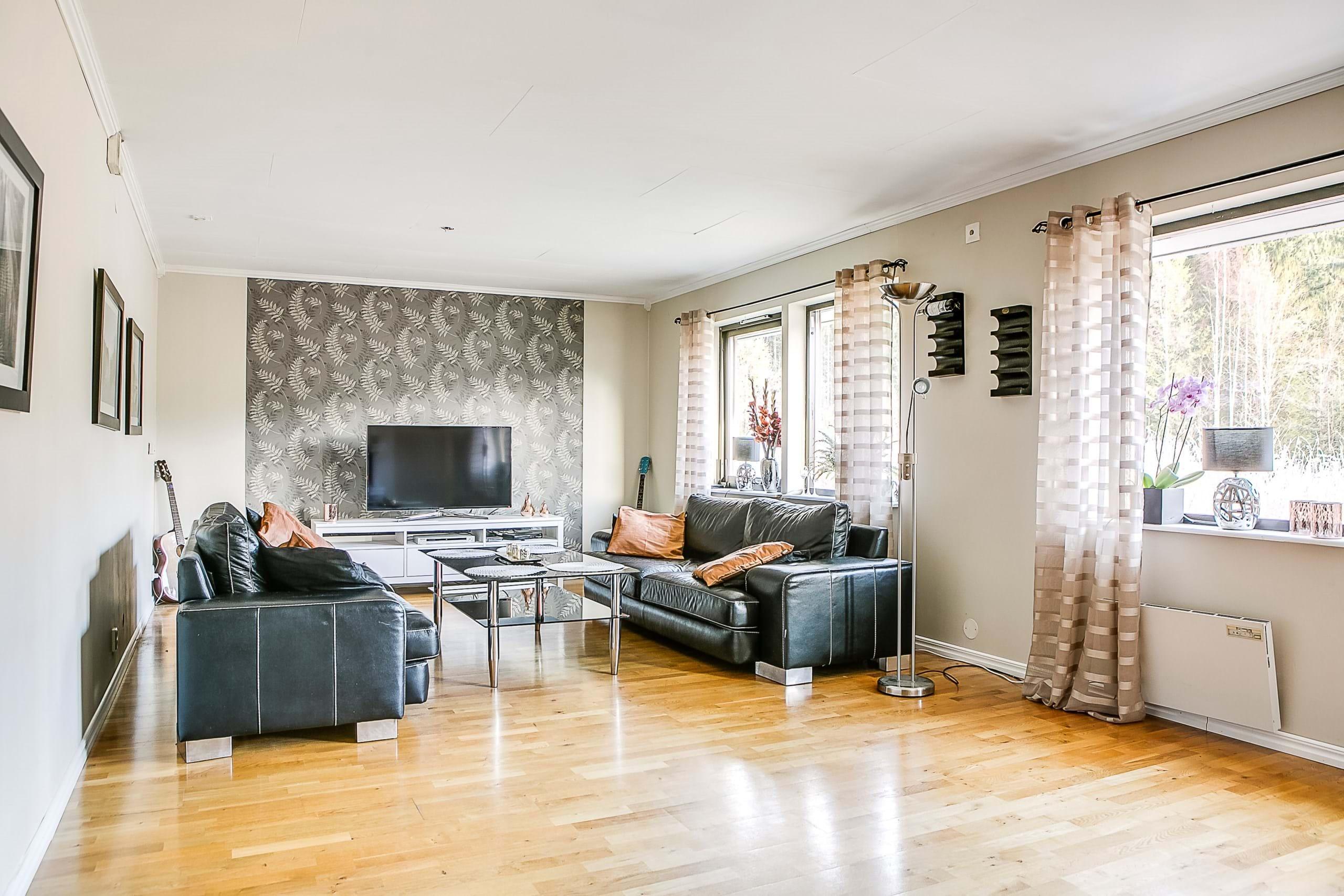 Vardagsrum med plats för större soffa